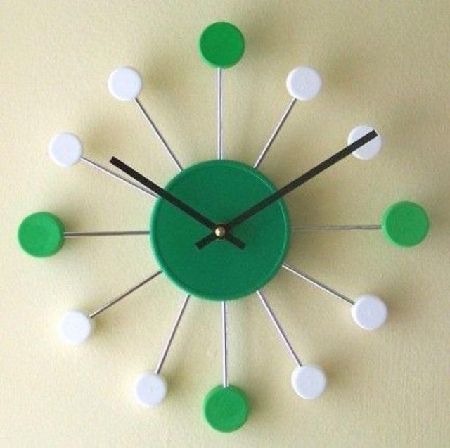 Làm đồng hồ bằng nắp chai nhựa