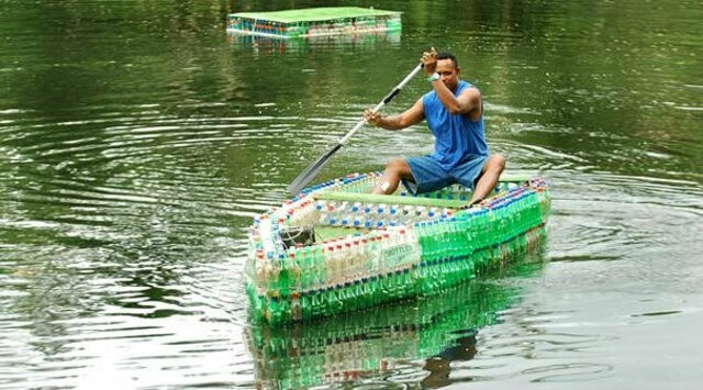 Làm thuyền bằng chai nhựa