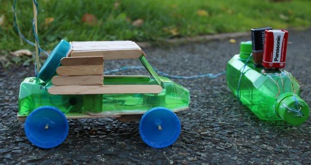 Làm xe đồ chơi bằng chai nhựa